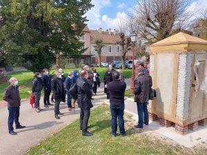 """visite d'un démonstrateur """"maisonnette en chanvre"""" à l'IUMP de Troyes"""